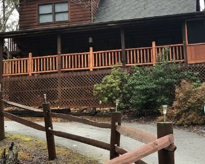 Mountain log cabin located in Sky Harbor minutes from Gatlinburg & Pigeon Forge - Pigeon Forge