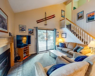 Spacious Condo Near Skiing w/ a Gas Fireplace, Free WiFi, Shared Pools, Hot Tub - Park City