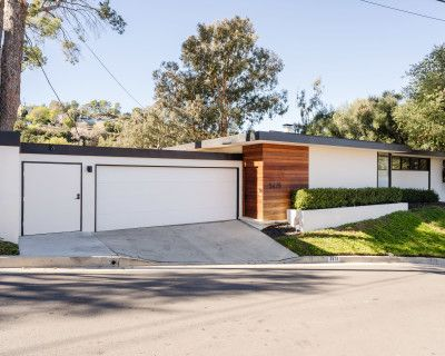 Updated Mid Century Modern Home with Canyon Views and Beautiful Outdoor Spaces., SHERMAN OAKS, CA