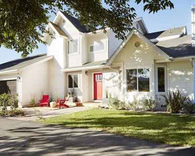 Modern Farmhouse- Prime location yet very private! 12 wineries w/in 1 mile - Paso Robles