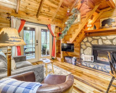 Adorable Cottage with Private Hot Tub, Firepit, Gas Grill, and Screened-In Porch - Blue Ridge