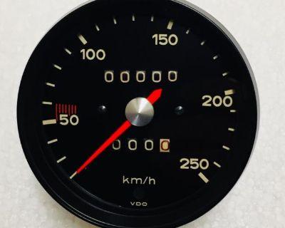 1970 Porsche 911 KMH Speedometer (Restored)