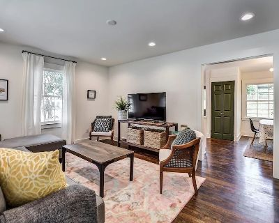 East Lake Cottage (Entire Home, pet friendly!) - East Lake