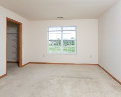 Private room with own bathroom - New Berlin , WI 53151