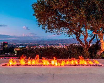 Hollywood Hills Modern New : Film / Event/ Views/ Pool/ Gym/ Gated, Los Angeles, CA