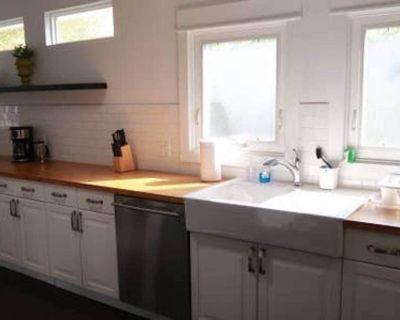 SEWARD Enchanting 3BED Craftsman Home Tucked in Hollywood - Hollywood