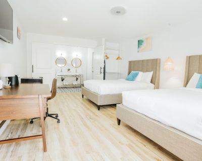 DQQ - Deluxe Double Room, 2 Queen Beds, Non Smoking - Belmont Shore