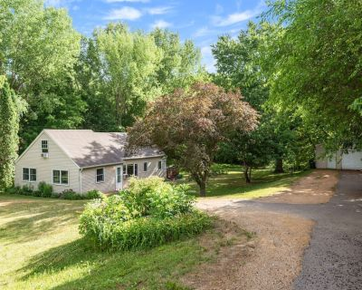 Just15 minutes from Mall of America, MSP Airport, & Downtown Saint Paul - Eagan