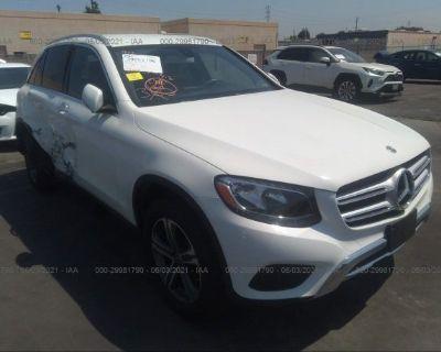 Salvage White 2019 Mercedes-benz Glc
