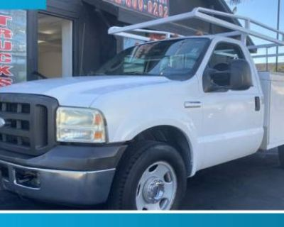 2005 Ford Super Duty F-350 Chassis Cab XL