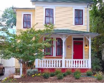Lovely Eastport single family home recently remodeled, with great colors and artwork, Short walk to downtown and to local restaurants. - Eastport