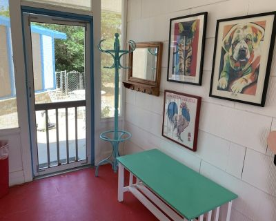 Peaceful, Pet-Friendly Guest House for Two - Yucca Valley