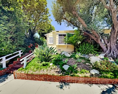 Brentwood Glen | Fenced Patio, Walk to UCLA, 12 Minutes to Santa Monica Beach - Brentwood