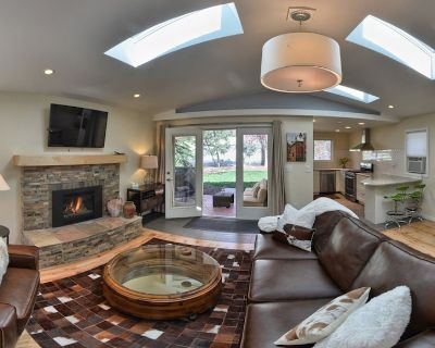 Gorgeous New Canyon Cottage steps to 5 star Broadmoor and limitless trail system - Southwest Colorado Springs
