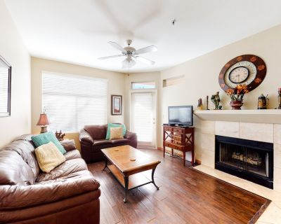 Cozy Condo w/ Free WiFi, a Furnished Patio, Shared Pool, Hot Tub, & Gas Grills - Central Scottsdale
