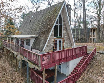 Charming Rustic Cabin sleeps 10 in Chalet Village - Chalet Village