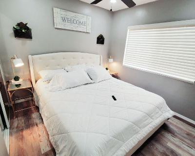 Quiet Home.Next to LAX.CAL KING BED. FastWIFI - Hawthorne