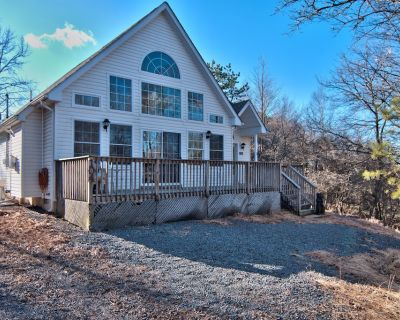 Newly Updated Chalet-A/C-Pool Table- Master Suite-Skiing-Whitewater-Waterparks - Albrightsville