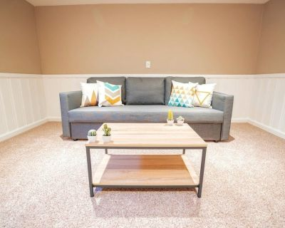 Loftium | Spacious & Gorgeous 3BR Basement Guest Suite! - Harvey Park South