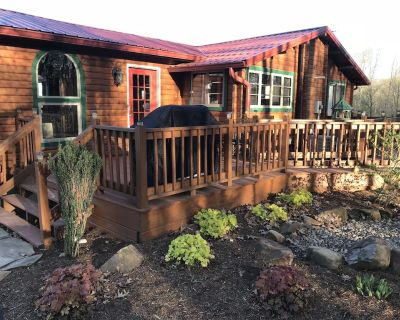 5 STAR* SUPER-CLEAN w/ HOT TUB* by PATOKA LAKE- YOUR FAMILY WILL THANK YOU! - French Lick