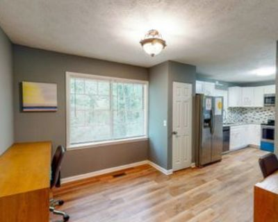 Room for Rent - Stone Mountain Home, Stone Mountain, GA 30083 5 Bedroom House