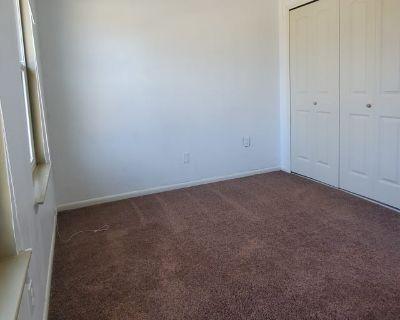 Shared room with shared bathroom - Virginia Beach , VA 23453