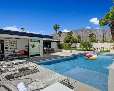 Ultra-Luxury Mid-century Alexander- Resort Style Pool, Spa, BBQ & Fire Pit 3BD/2BATH - Racquet Club Estates