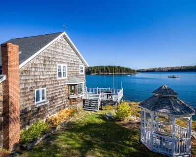 Enjoy watching lobster boats and wildlife from this quintessential cottage - Sebascodegan Island