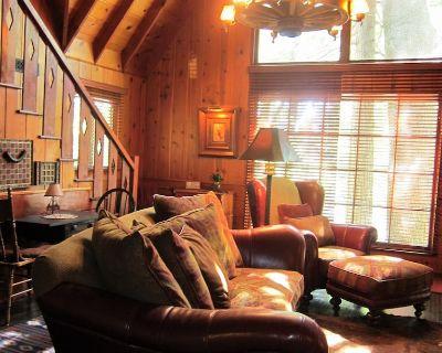 Rustic Clean Serene 1926 Lodge Style Cabin Near Lake + SPA +Dog Friendly - Cedar Glen