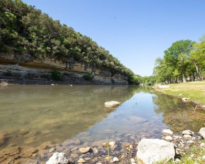 Upscale Guadalupe Riverfront! Gated, Pool, Direct River Access! - Sattler