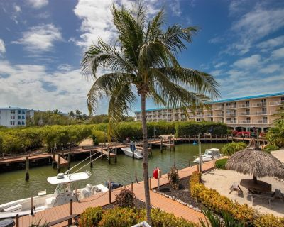 EZ Breezers - One of the best places for a Florida Keys Getaway - the beautiful Ocean Pointe Suites - Blue Waters