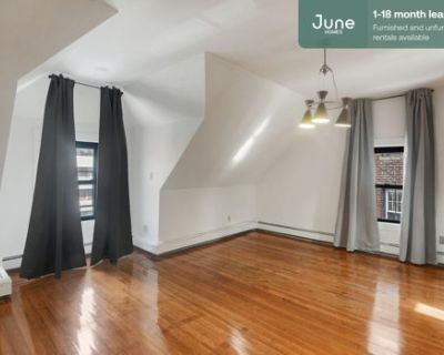 #375 Private Queen Room in Brighton 6-bed / 2.0-bath apartment
