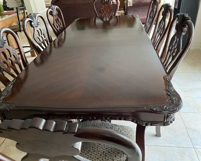 Maghony dinning table