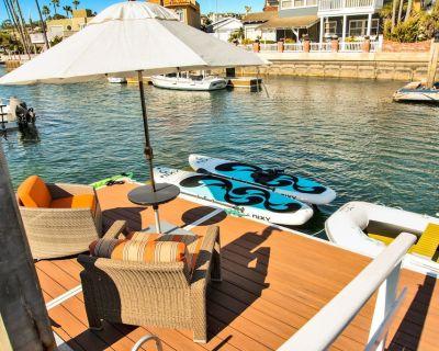 Breakwater Luxury Villa On The Harbor W/ Boat Dock 2 Bks to Beach W/Central Air - West Newport