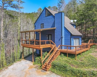 New Listing! Magnificent Cabin-Views, Hot Tub, Wifi - Pigeon Forge