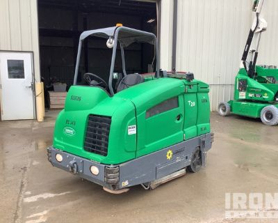 2013 (unverified) Tennant T20 Ride-On Scrubber