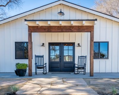 Brand New Luxury Cottage Suite with Private Hot Tub and Fire pit! - Paso Robles