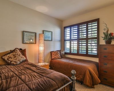 Golfers Paradise on the 5th Hole - Three Bedroom Condo - La Quinta