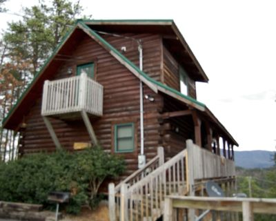 High Cotton is 2 bedroom log cabin. Sleeps 8. Great View. Wears Valley - Pigeon Forge