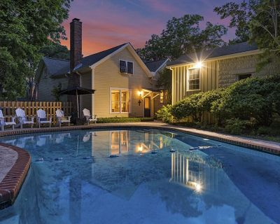 Restored Historic Home Downtown - Private Pool - Perfect for Groups - Fredericksburg
