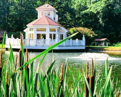LAKE HOUSE @ FORMER MIKE TYSON`S MANSION WITH POOL, TENNIS COURT, GYM! - Farmington