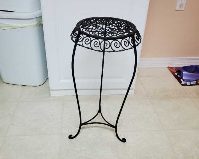 12X25, BLACK METAL PLANT STAND, EXCELLENT CONDITION, SMOKE FREE HOUSE