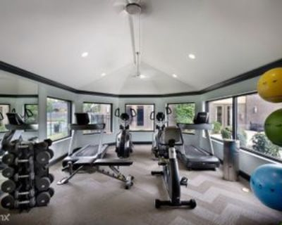 8902 Shelbyville Rd, Hurstbourne, KY 40222 2 Bedroom Apartment