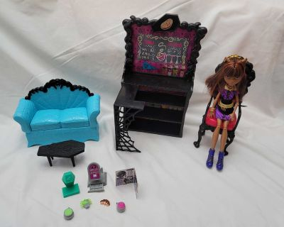 2011 Monster High Coffee Bean and Clawdeen Wolf Doll Playset