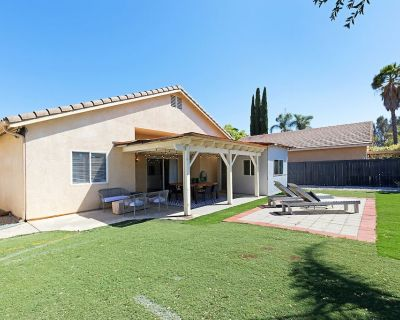 Conveniently Located Designer Home Near Wineries - Temecula
