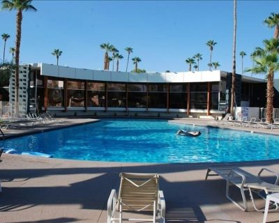 Comfortable Renovated Ground Floor Apartment in the Ocotillo Lodge with patio - Twin Palms