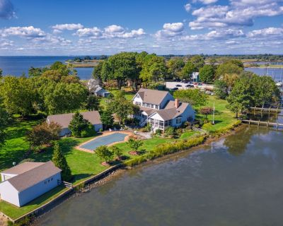 Stunning Waterfront Home, long pier, pool, walk to town - Rock Hall