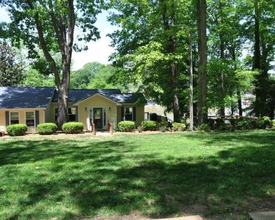 The Cottage on the shores of Lake Wylie - Belmont