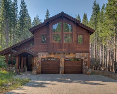 Lovely Tahoe Donner Family Home with Hot Tub, Shuffleboard, Sleeps 8 Comfortably - Truckee