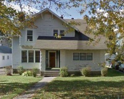 221 S 4th St #2, River Falls, WI 54022 3 Bedroom Apartment
